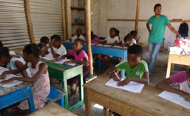 Vidéo : Des enfants très pauvres scolarisés dans la région de Tuléar