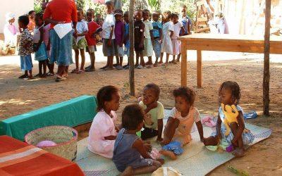 Photos : Les débuts de l'aide aux enfants de l'association FANARENANA de mars à juillet 2011