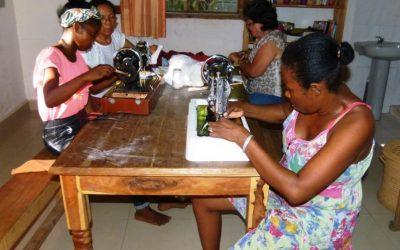 Photos : La couture dans tous ses états dans l'association FANARENANA en mars 2020