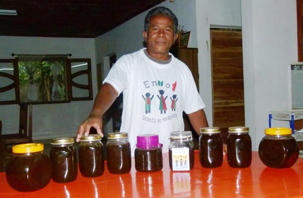 Les débuts de l'apiculture dans les centres d'accueil de Tuléar